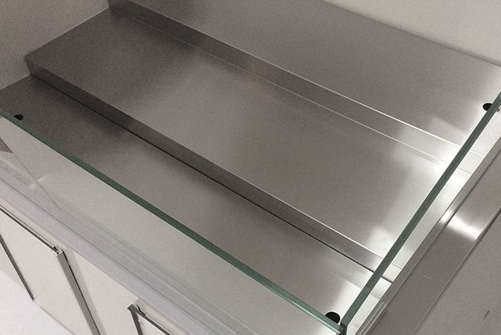 removable segments  in refrigerated flower counter