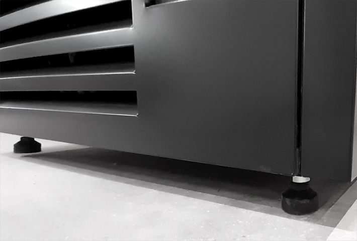 adjustable legs in refrigerated multideck