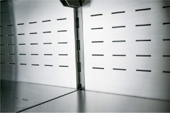 the interior and shelves in stainless steel in multideck refrigerated displays